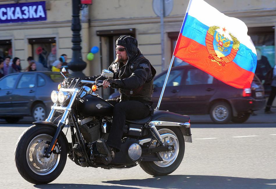 Байкер Хирург обратился кПутину спросьбой изменить герб России