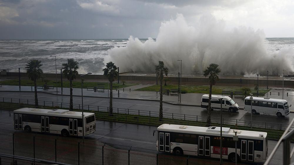 «Понастроили иуехали». Строительство берегозащиты вСочи привело кпотопу