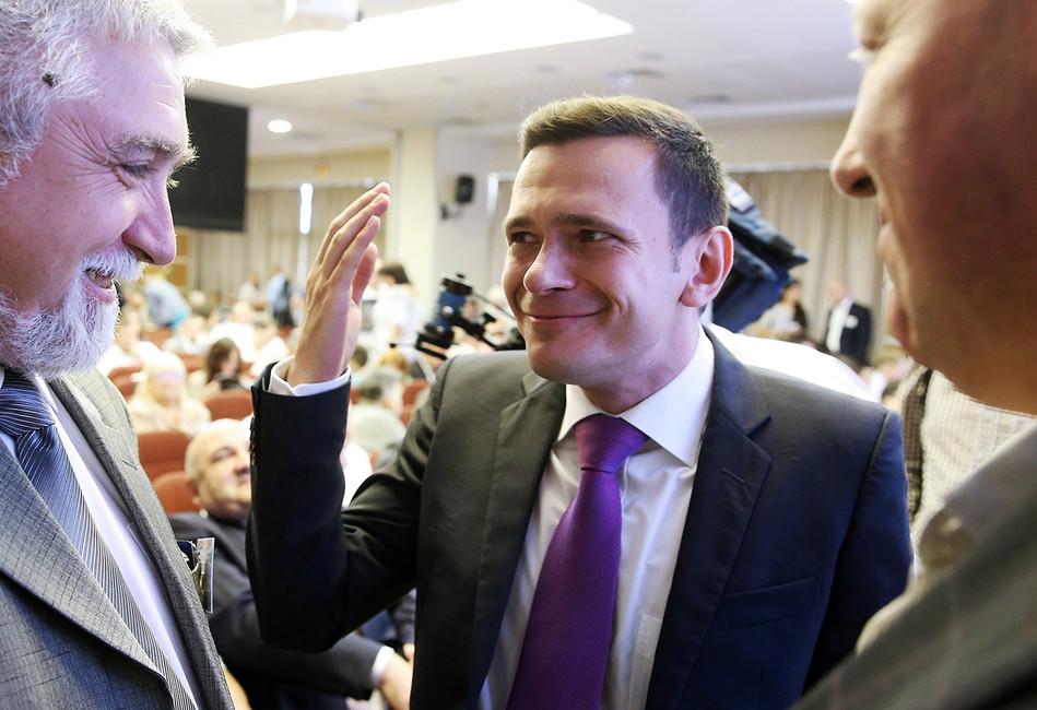 Илья Яшин вышел изПАРНАСа. Заним может уйти дотрети руководства партии