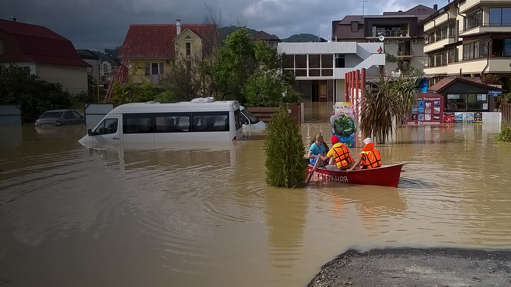Наводнения вМирном. После олимпийских строек жителей поселка регулярно затапливает водой