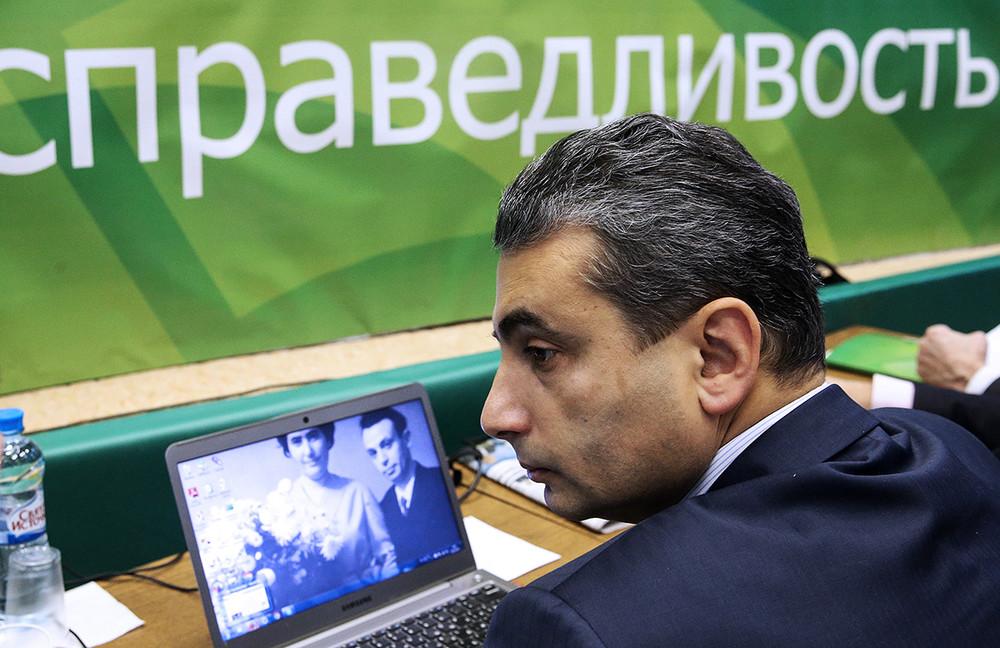 Министерство юстиции пытается закрыть НКО «Возрождение» Льва Шлосберга