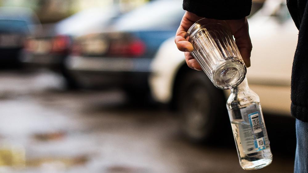Вновогодние праздники измагазинов изъято более 50тысяч литров алкогольного суррогата
