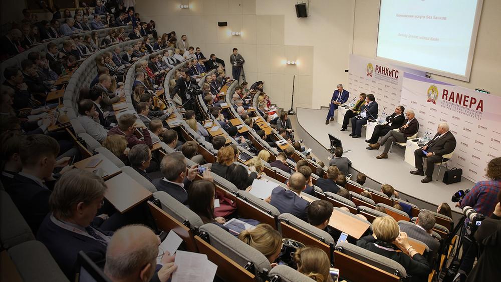 Россия меняет профессионалов намигрантов. Самое важное издискуссии осоциальном развитии наГайдаровском форуме