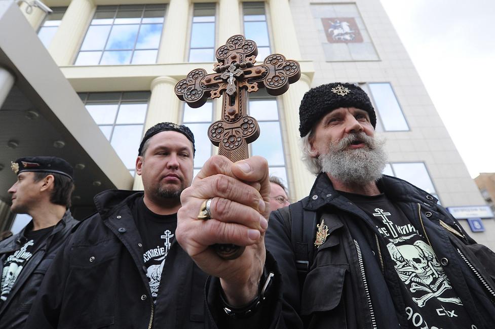 Теже православные активисты вовремя акции против панк-группы Pussy Riot уздания Мосгорсуда, 2012год. Фото: Валерий Шарифулин/ ТАСС