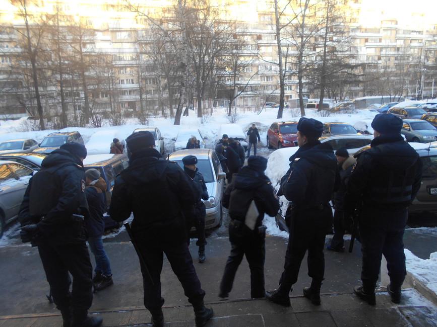 Сотрудники полиции около здания трудовой инспекции, 20января 2017. Фото: rwp.ru