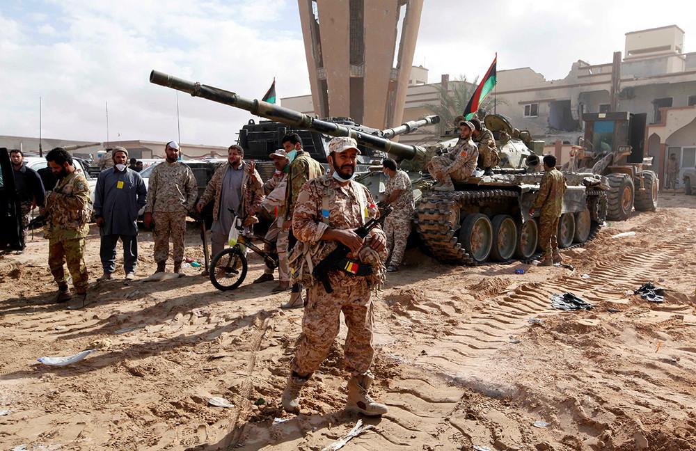 Солдаты ливийской армии счленами правительства национального единства. Фото: Ismail Zitouny/ Reuters