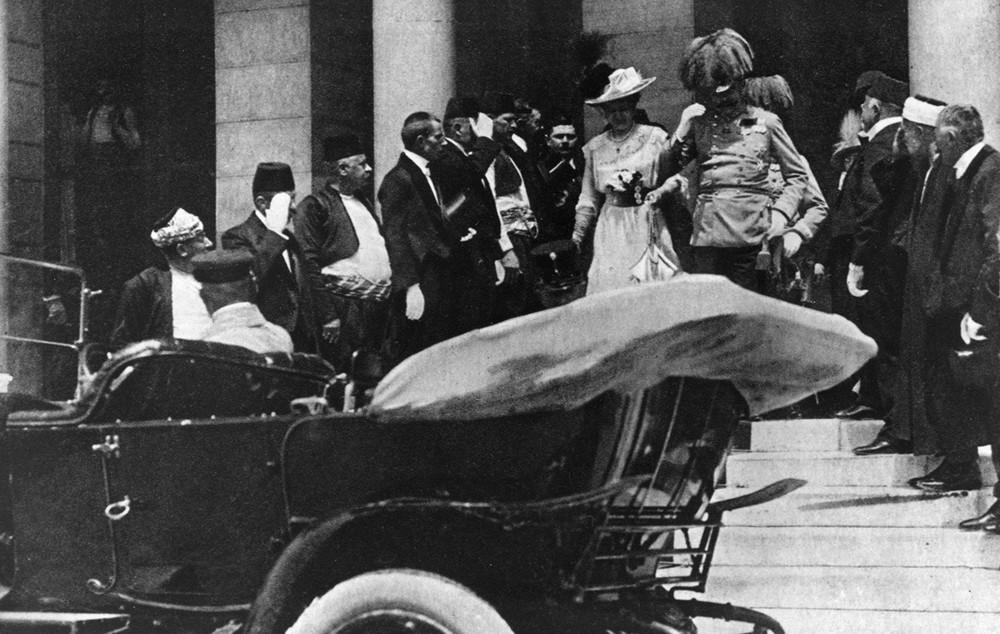 Австрийский эрцгерцог Франц Фердинанд иего супруга занесколько минут допокушения. Фото: AP/ East News