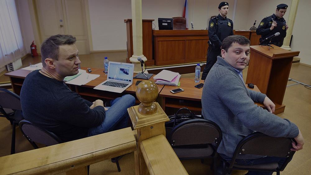 Алексей Навальный: «Почему выменя неспрашиваете, куда ядел деньги?»