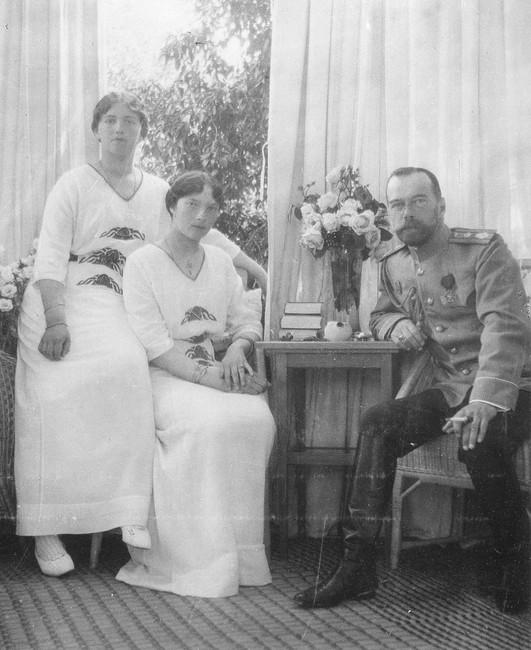 Николай IIс дочерьми Татьяной иМарией вЦарском селе, 1915год.