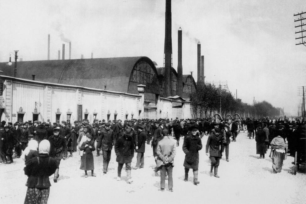 Рабочие Путиловского завода, 1913год. Фото: Яков Штейнберг