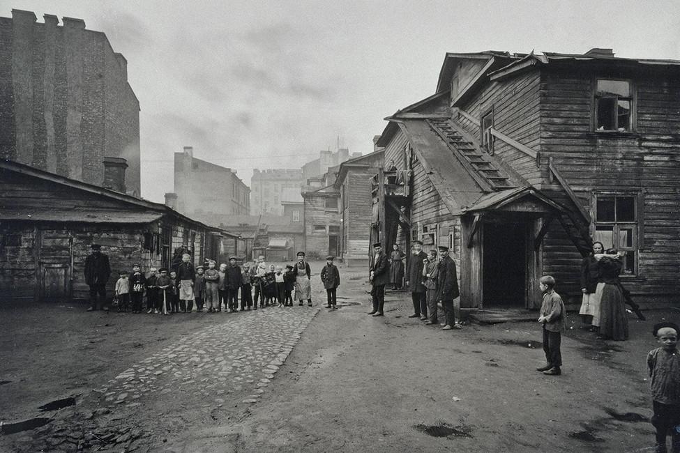 Двор наВыборгской стороне, 1900год. Фото: hermitagemuseum.org