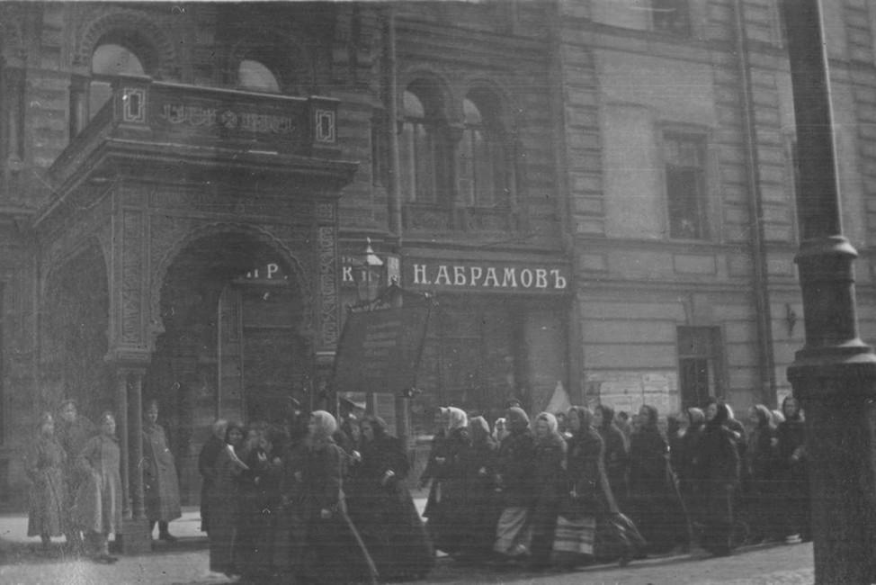 Демонстрация женщин наЛитейном проспекте, 23февраля 1917год. Фото: Джеймс Максвелл Прингл