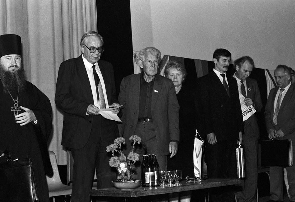 Игорь Шафаревич (второй слева), 1993год. Фото: Сергей Микляев/ Фотохроника ТАСС