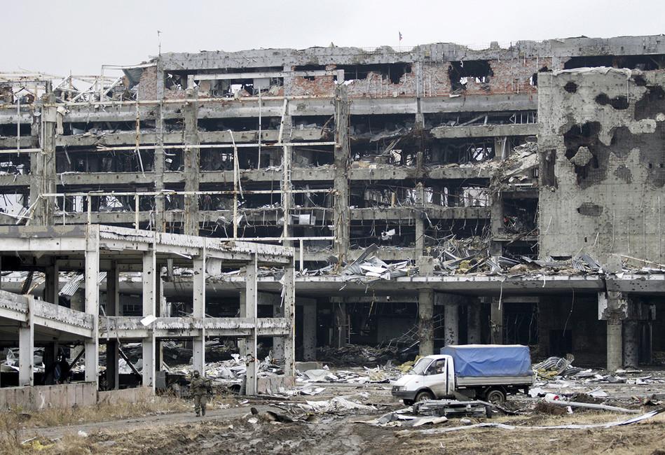 Разрушенный аэропорт Донецка. Фото: Alexander Ermochenko/ Reuters