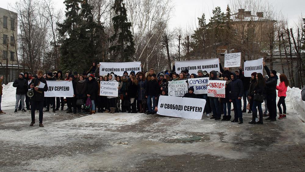 «Женщины больше способны наподлости». ВУльяновске прошел митинг вподдержку осужденного заизнасилование Шурыгиной