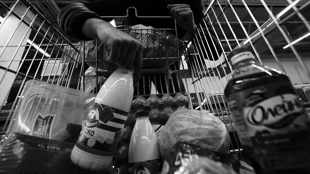 <p>Почему россияне вынуждены красть продукты первой необходимости</p>
