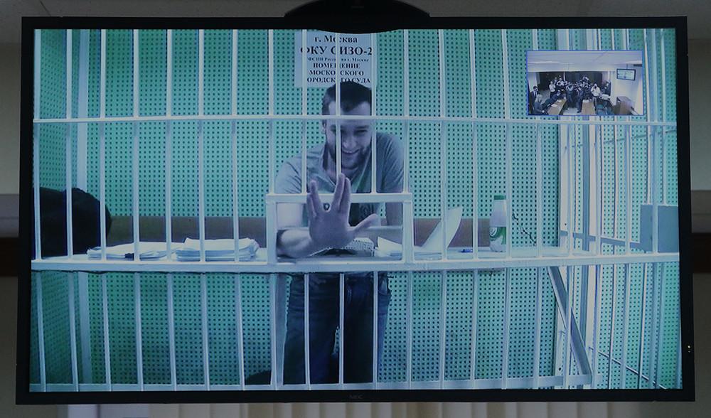 Дадина освободили. Освободятли Навального?