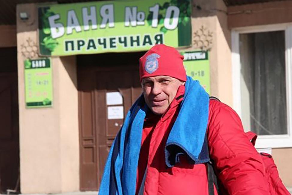Один изактивистов, выступающих завозобновление работы бани №10 -лидер болельщиков футбольного клуба «Сокол» Сергей Шамиев
