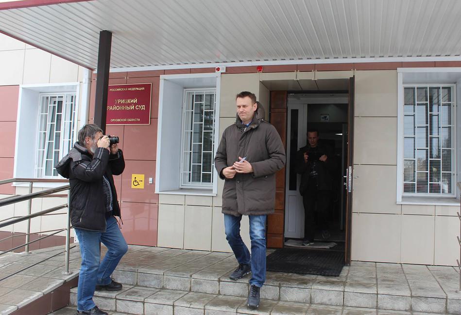 «Осужденный обеспечен табуретом». Суд поУДО Олега Навального как зеркало судебной системыРФ