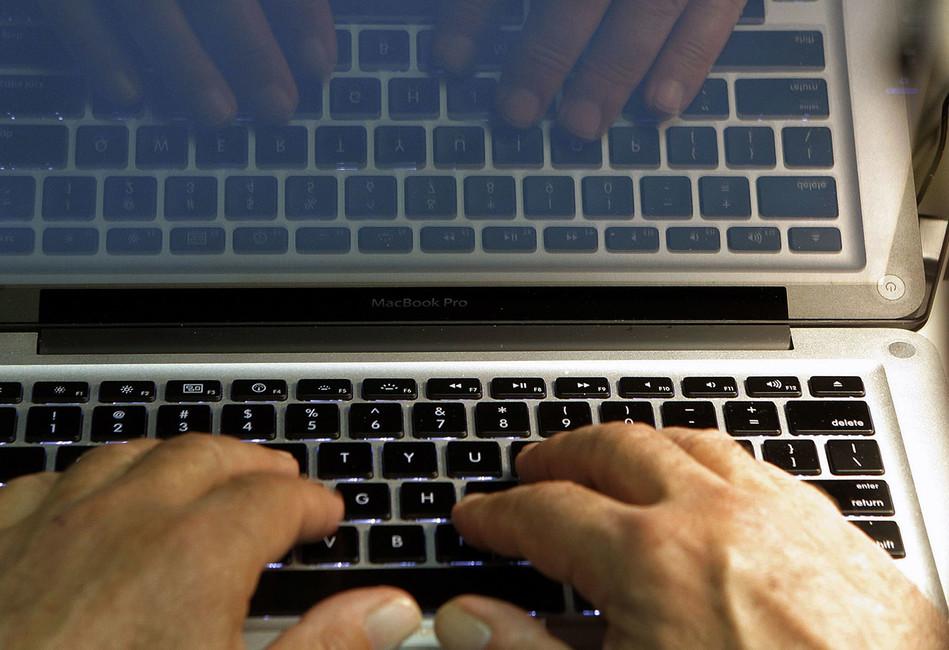 Зачем Минтруд хочет ввести электронные трудовые договоры