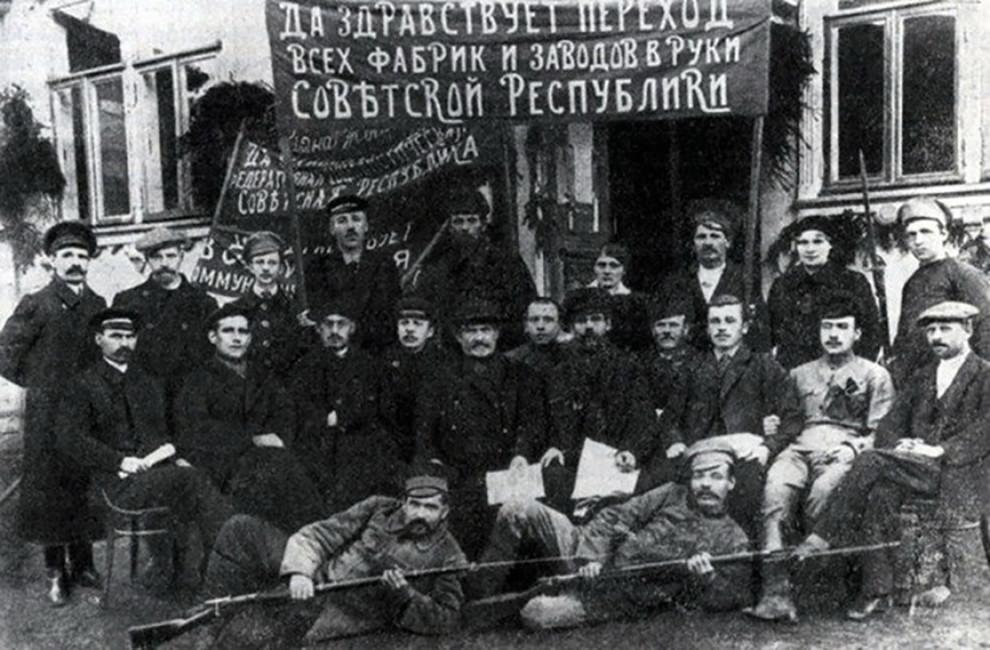 Рабочие национализированной «Ликинской мануфактуры», декабрь 1917 года