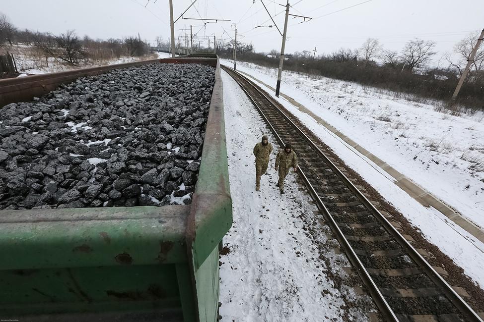 Блокада железнодорожных путей украинскими активистами, 27февраля 2017. Фото: Константин Черникин/ Reuters