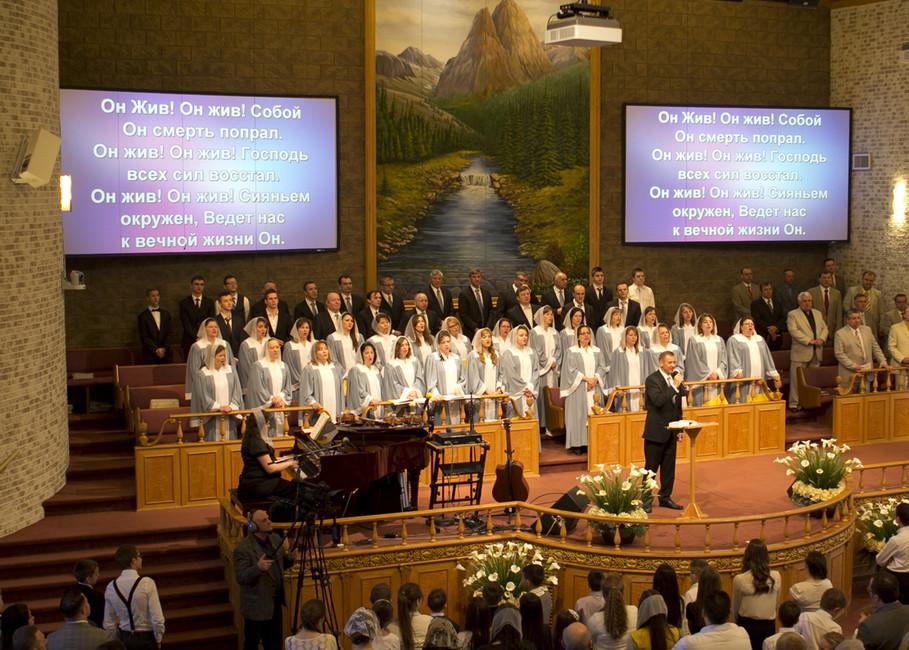 Представители церкви пятидесятников вовремя службы. Фото: www.slavicpc.org