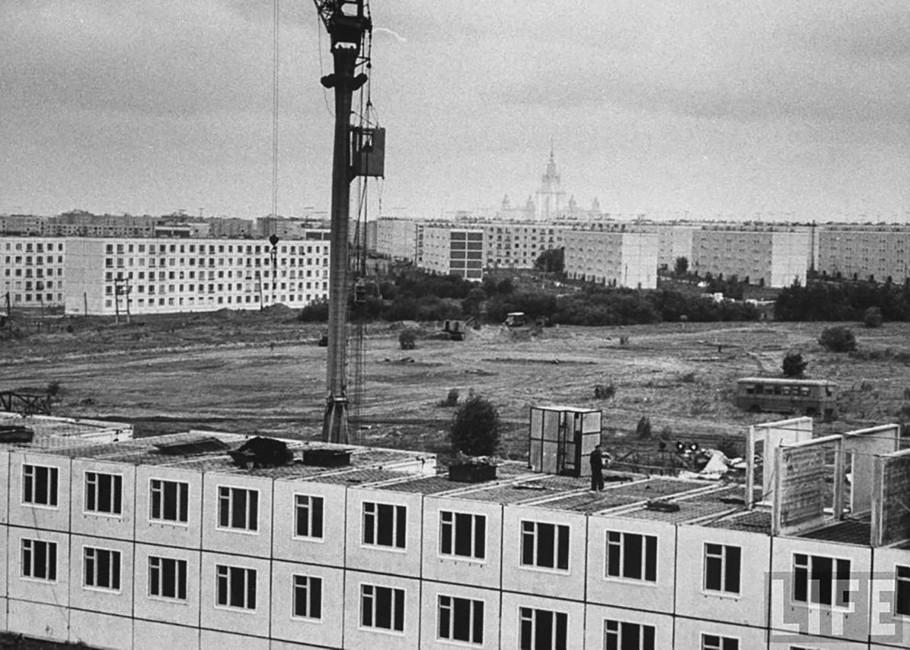 Строительство «хрущевок» вНовых Черемушках, 1950-е годы. Фото: Стэн Вейман/ архив журнала LIFE