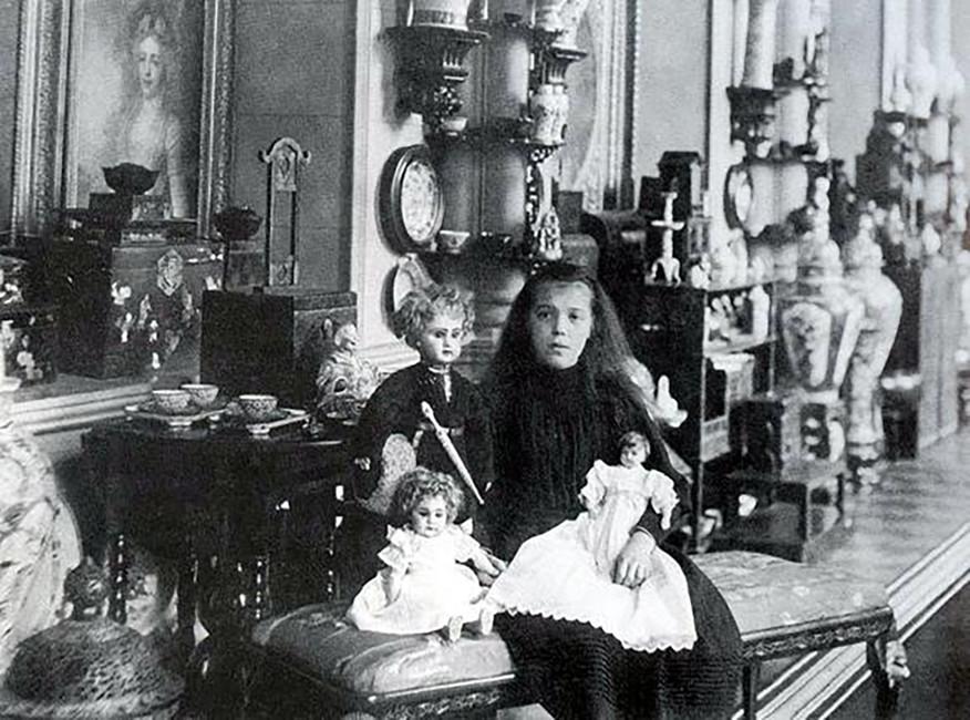 Великая княгиня Ольга Александровна скуклами.