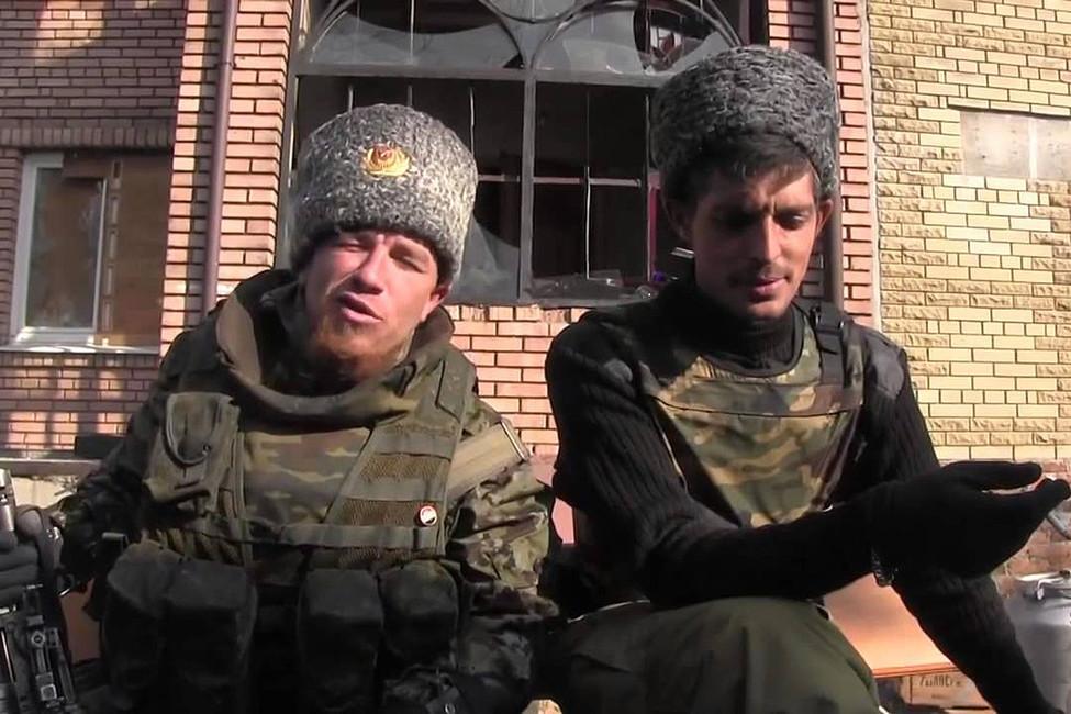 Командир батальона «Спарта» Арсений Павлов (Моторола) икомандир батальона «Сомали» Михаил Толстых (Гиви). Кадр: Youtube