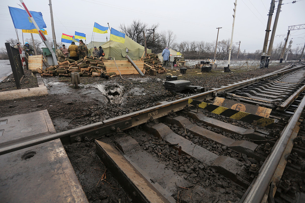 Блокада железнодорожных путей украинскими активистами, 23февраля 2017. Фото: Алексей Филиппов/ AFP