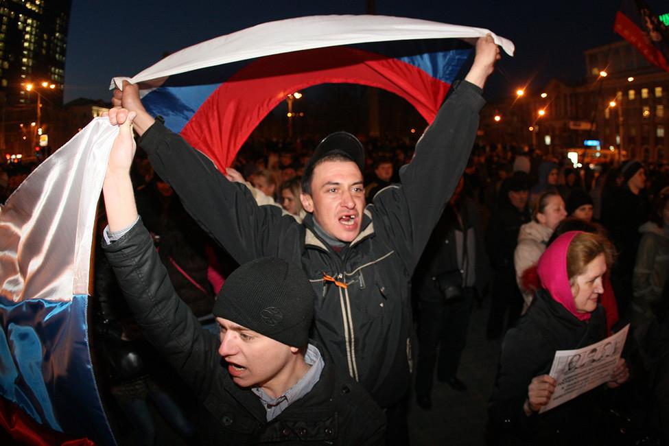 Пророссийский митинг вДонецке, 13марта 2014. Фото: Alexander Khudoteply/ AFP