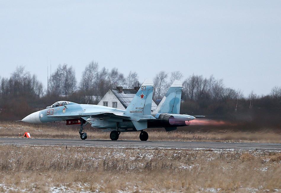 Истребитель Су-27 морской авиации Балтийского флота нааэродроме города Черняховска. Фото: Виталий Невар/ ТАСС