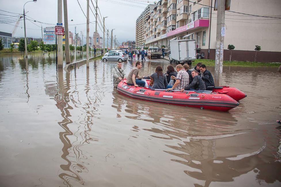 Потоп вМузыкальном районе Краснодара, вызванный отсутсвием ливневой канализации. Фото: krilov-v.livejournal.com