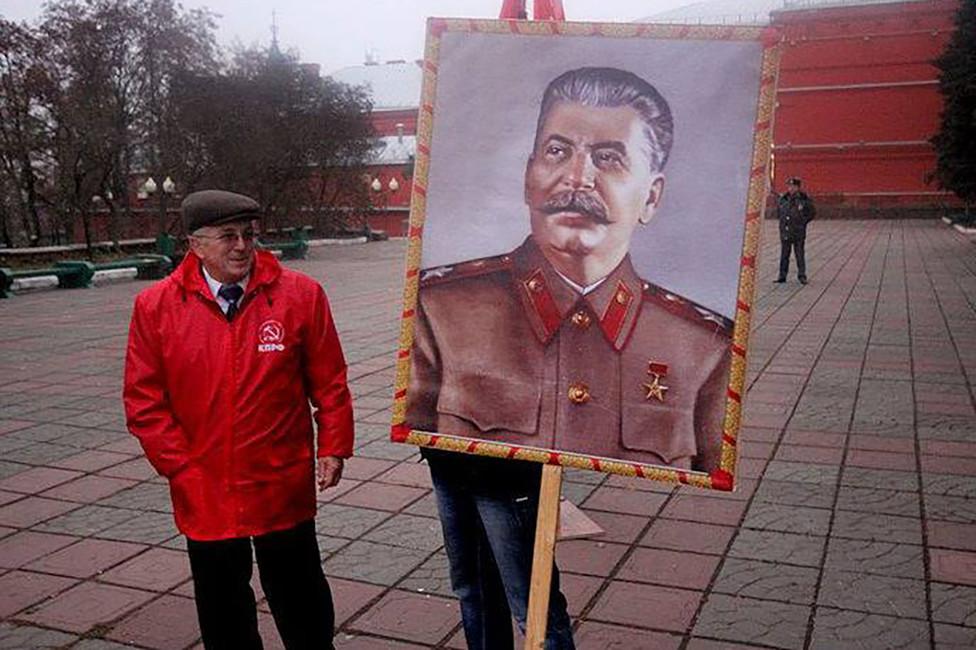 Портрет Сталина обязательный атрибут навсех акциях орловских коммунистов. Фото: Денис Волин