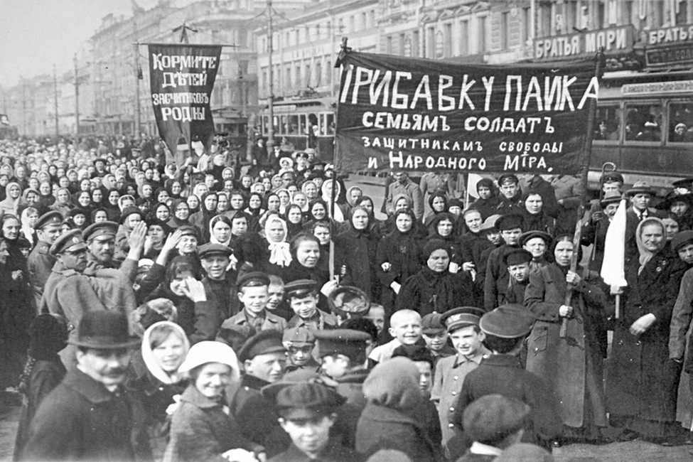 Демонстрация работниц Путиловского завода впервый день Февральской революции, 1917 год