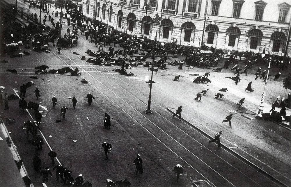 Расстрел демонстрации правительственными войсками наНевском проспекте, 4июля 1917.