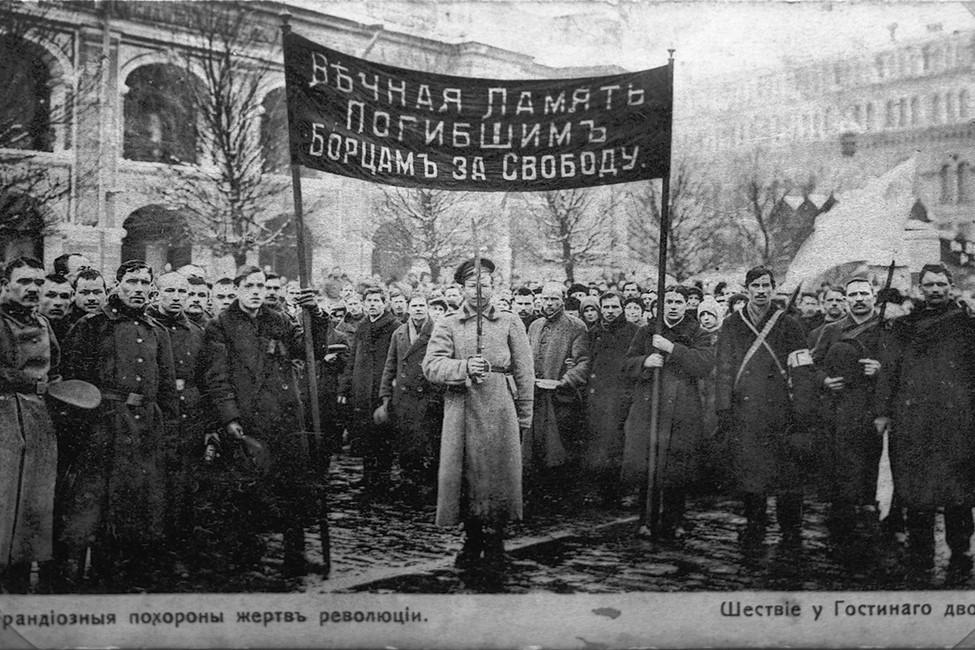 Похороны жертв Февральской революции уГостиного двора, февраль-март 1917года.