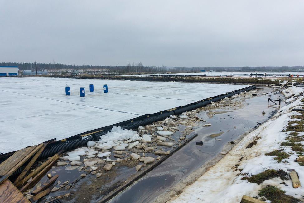 Нет примыканий кобвалоке— понтоны невыполняют свою функцию защиты отосадков. Фото: gov.spb.ru