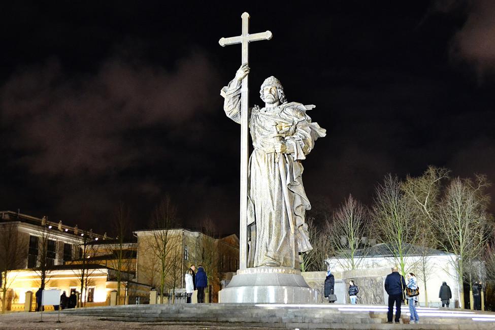Памятник князю Владимиру вМоскве. Фото: Ирина Дмитриева/ ТАСС