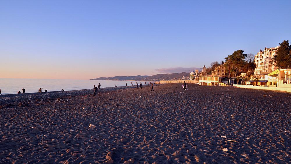 <p>Жители Сочи просят Путина не&nbsp;забирать пляж &laquo;Ривьера&raquo;</p>