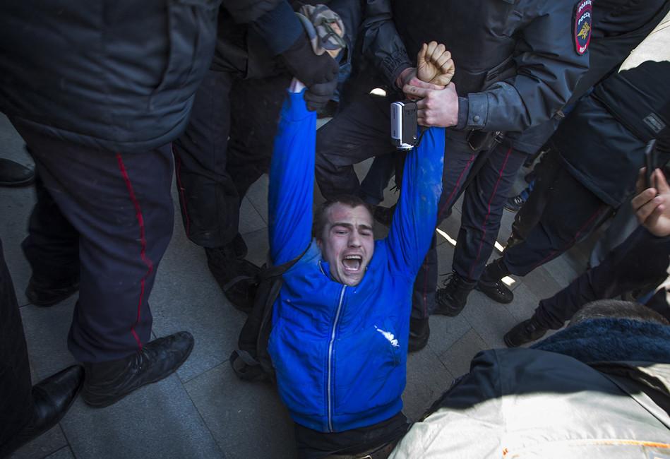 Намосковском антикоррупционном митинге задержаны более 700 человек