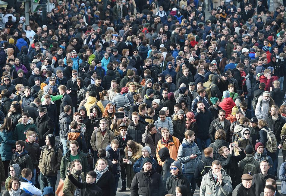 «Репрессивные меры ихнеуспокоят». Социолог Елена Омельченко— оновом поколении протестующей молодежи