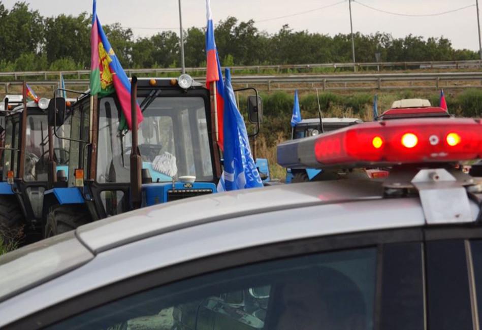 Краснодар. «Тракторный марш» фермеров остановили казаки иполиция