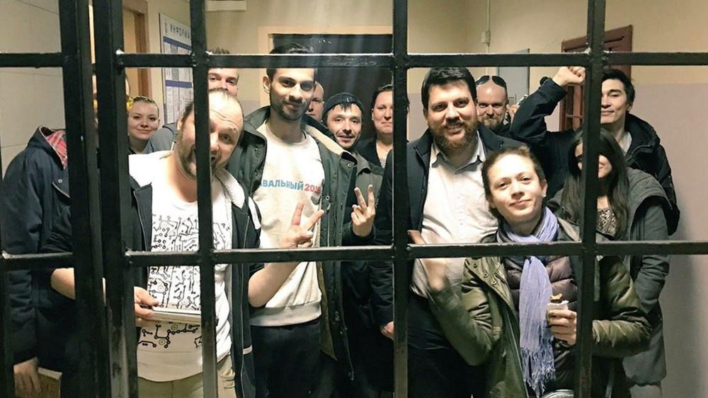 «Направьте передачи другим задержанным»: узники Тверской пишут наволю