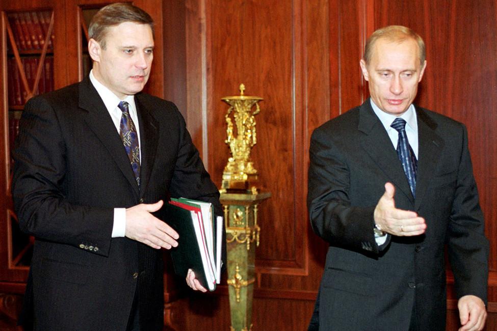 Премьер-министр Михаил Касьянов ипрезидент России Владимир Путин, 2000год. Фото: Reuters