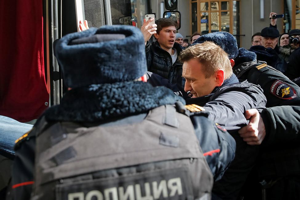 Задержание Алексея Навального вовремя акции протеста против коррупции. Москва, 26марта 2017. Фото: Максим Шеметов/ Reuters