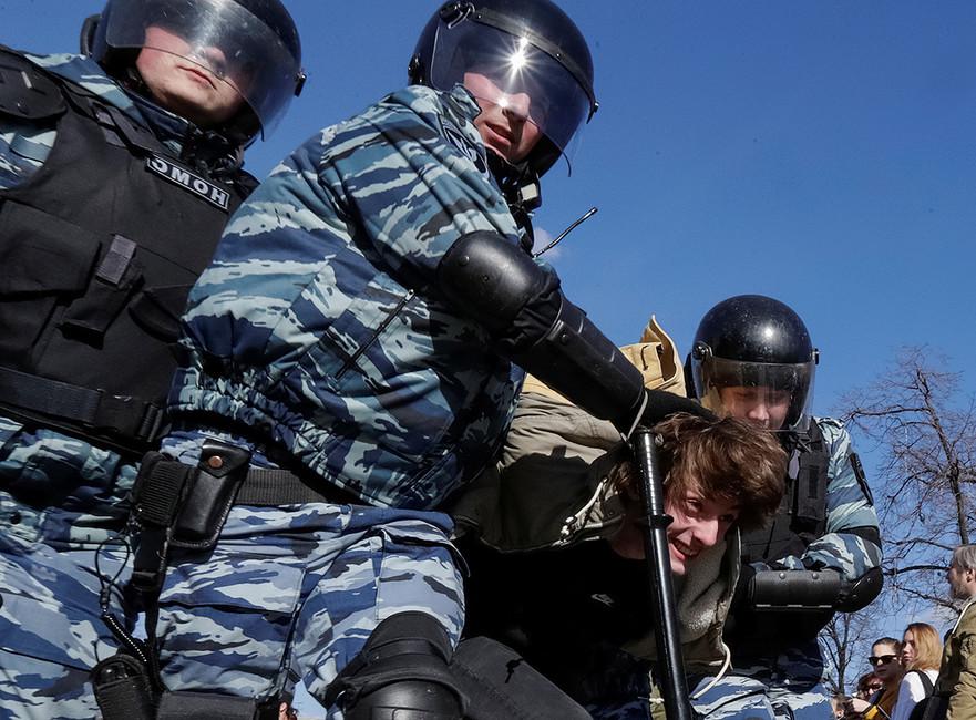 Задержание вовремя акции протеста против коррупции. Москва, 26марта 2017. Фото: Татьяна Макеева/ Reuters