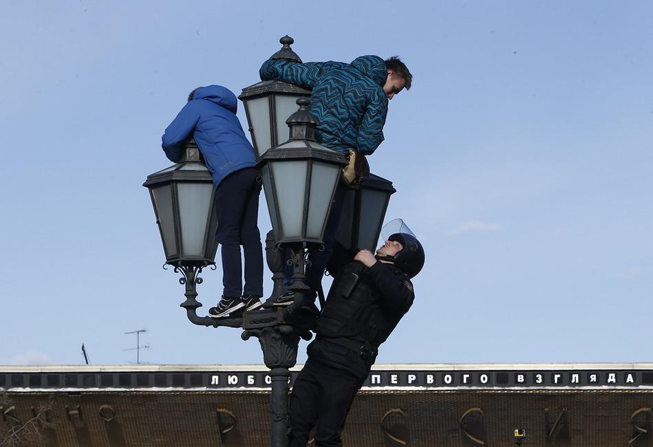 Томский учитель назвал вышедших намитинг школьников «фашистами» и«холопами англосаксов»