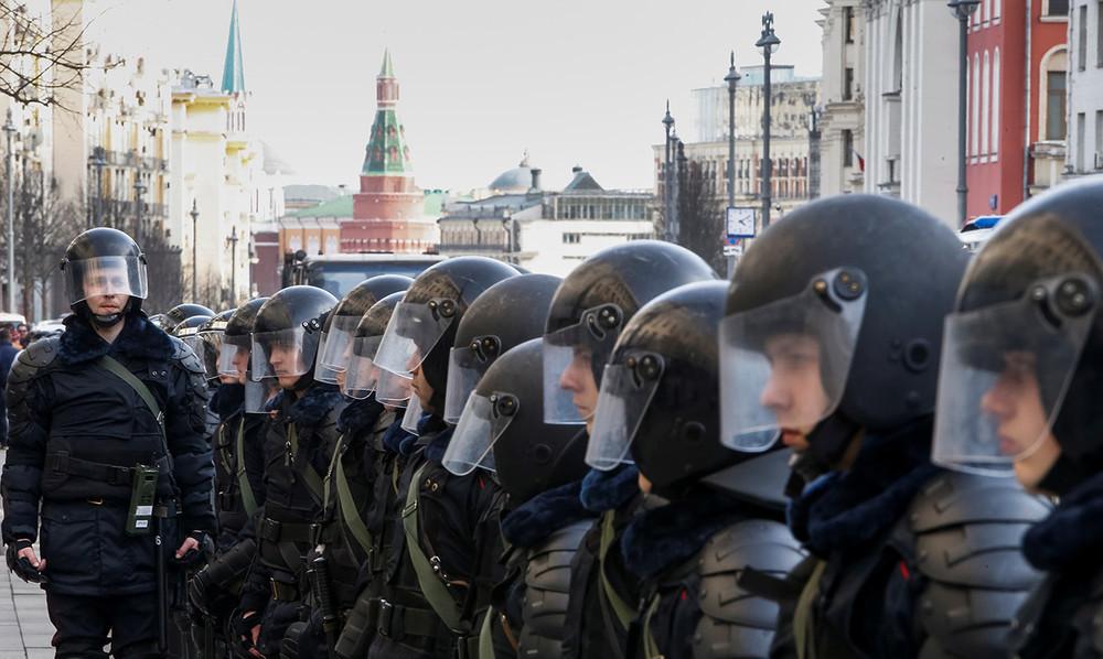 Вовремя антикоррупционной демонстрации «Оннам неДимон» вМоскве, 26марта 2017года. Фото: Сергей Карпухин/ Reuters